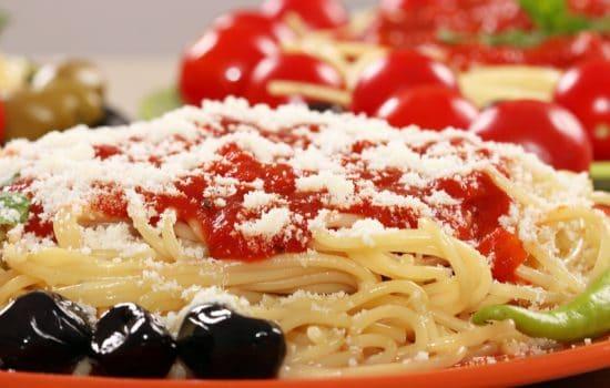Μακαρόνια με συνταγή ντομάτας